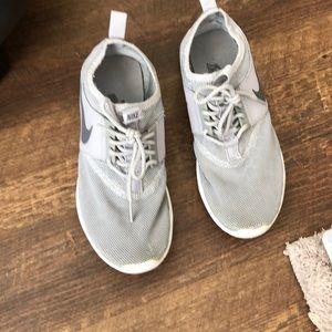 womens grey nike sneakers 👟 U.S. size 6.5